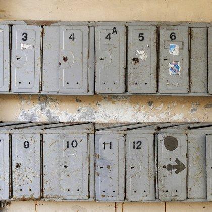 Pašto dėžutės daugiabučio laiptinėse
